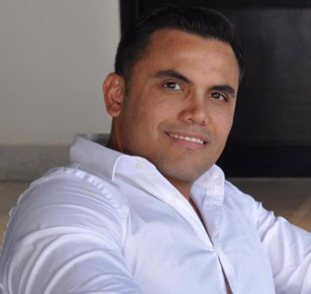 Dr. Raúl Esparza Iturbide