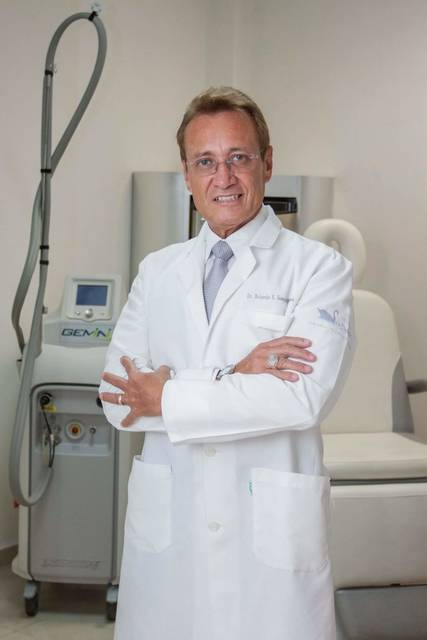 Dr. Rolando Ernesto Samper Mendoza
