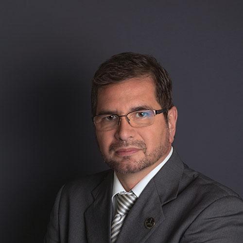 Dr. Mario C. Paredes Zenteno